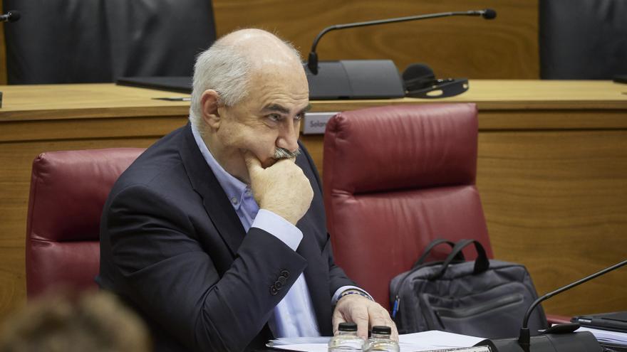 Archivo - El vicepresidente segundo del Gobierno de Navarra, José María Aierdi, durante un pleno en el Parlamento de Navarra.