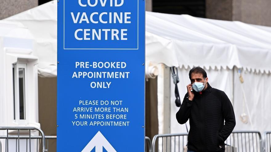 """No hay """"pruebas"""" de que la cepa india """"escape a las vacunas"""", según un ministro británico"""