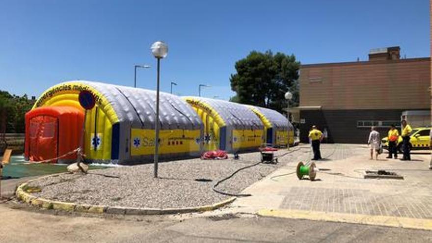 El SEM levanta un hospital de campaña al lado del Arnau de Vilanova de Lleida