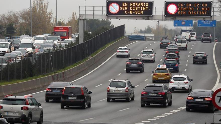 Tráfico habitual a primera hora en Madrid a pesar de las restricciones