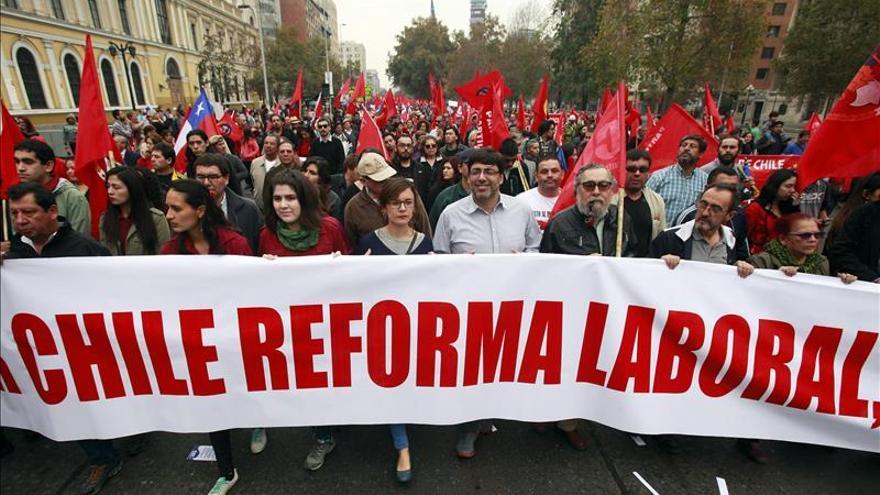 Los sindicatos chilenos emplazan al gobierno a ejercer su mayoría en una reforma laboral
