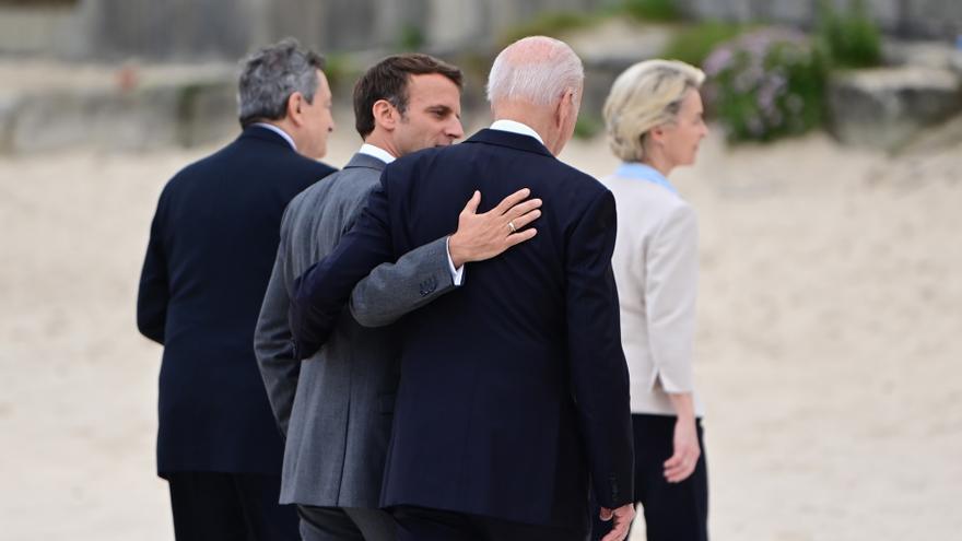 Macron pide a Londres respetar el acuerdo del Brexit para mejorar la relación