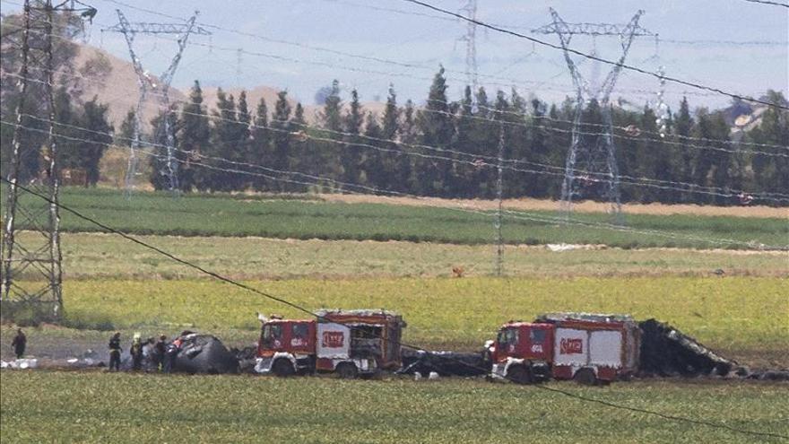 Cuatro muertos y dos heridos tras caer un avión militar en pruebas en Sevilla