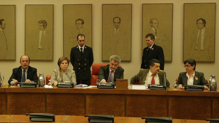 La Diputación Permanente del Congreso debate el martes si cita en enero a Rajoy y a nueve ministros