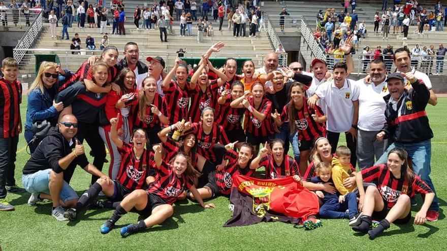 Las futbolistas rojinegras, celebrando su triunfo frente al Unión Güímar