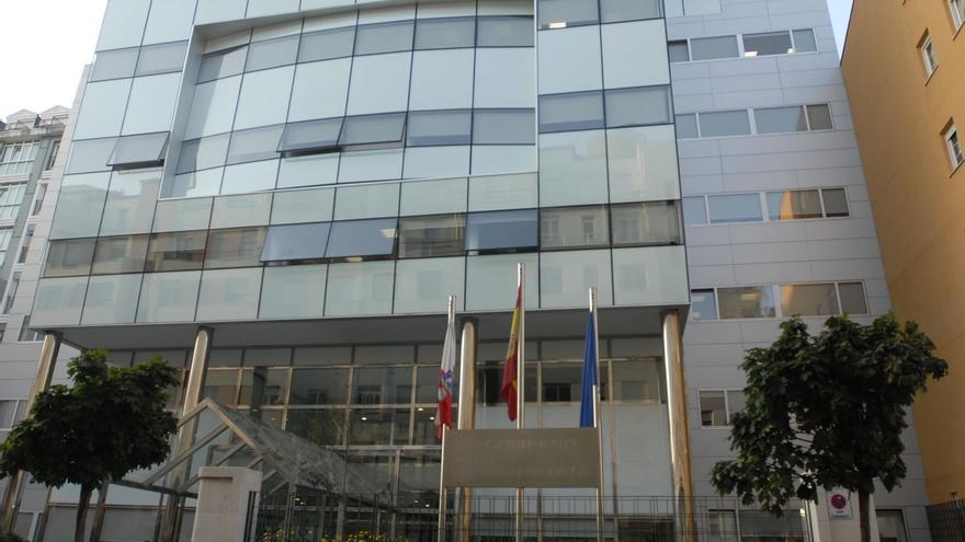 El personal de la administración pública se recorta un 3% en un año en Cantabria