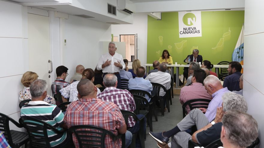 Paco Santiago, histórico dirigente y exalcalde de Telde, interviene en la Ejecutiva Nacional de NC.