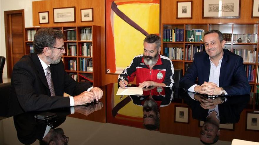 """El presidente del Parlamento andaluz dice que Chaves y Griñán son """"absolutamente honrados"""""""