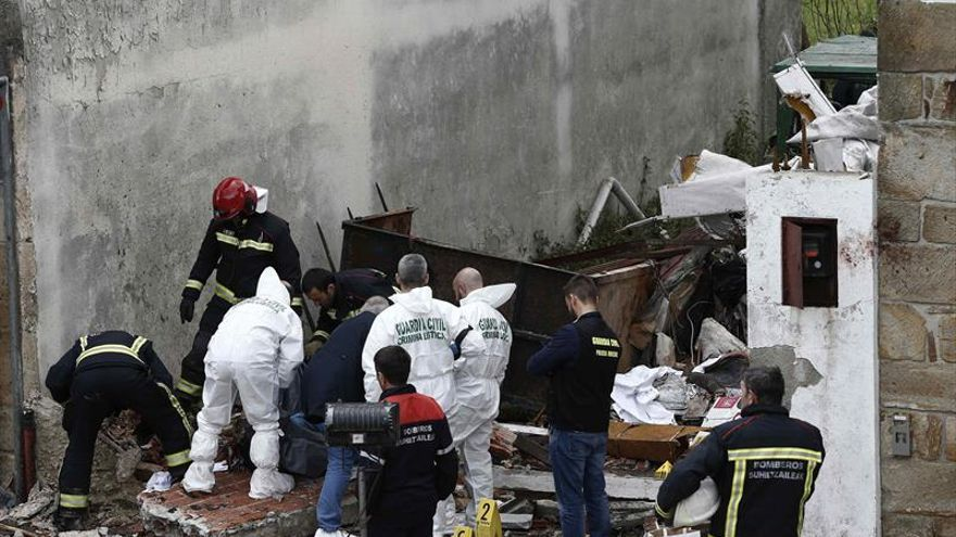 Dos muertos al estrellarse una avioneta en Navarra tras chocar con un buitre
