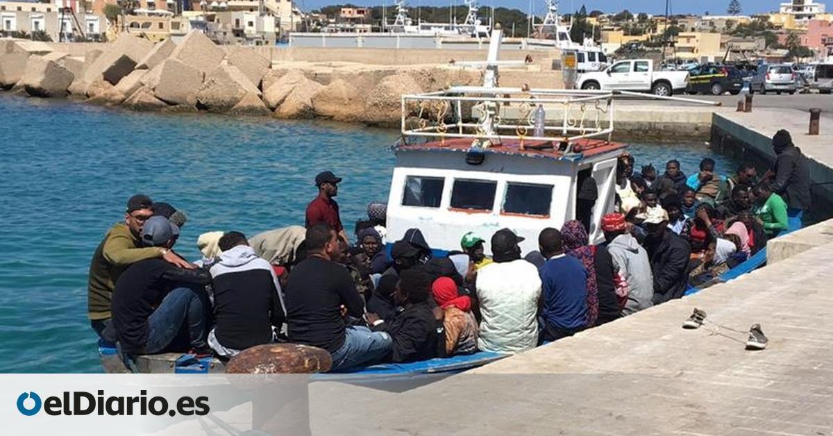 Cerca de 400 migrantes llegan a la isla italiana de Lampedusa en una sola noche