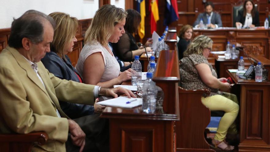 Sonsoles Martín, portavoz del PP, toma la palabra en el pleno del Ayuntamiento de Telde. (ALEJANDRO RAMOS)