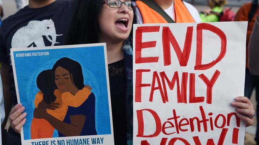 Un juez deniega pedido de Trump de modificar acuerdo sobre detención de menores