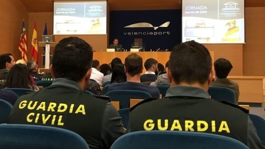 Los capitanes del Grupo de Información de la Guardia Civil durante la jornada sobre delitos de odio celebrada en Valencia