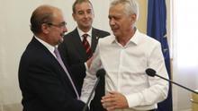 De izquierda a derecha, el presidente de Aragón, Javier Lambán; el alcalde de Binéfar, Alfonso Adán, y Piero Pini