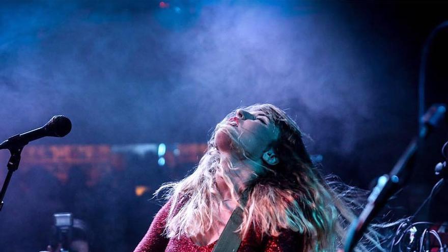 Maryan Frutos durante un concierto de Kuve