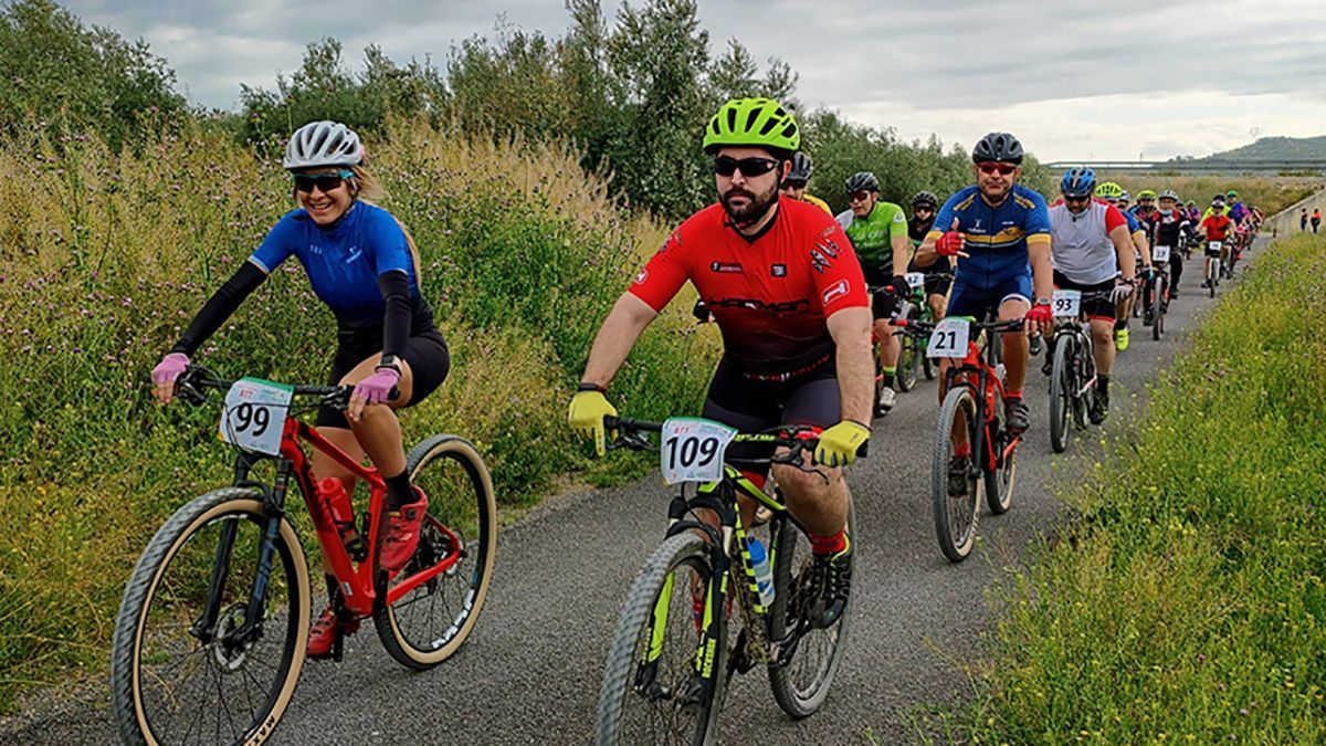 Participantes durante la cuarta Cicloturista Monturbike