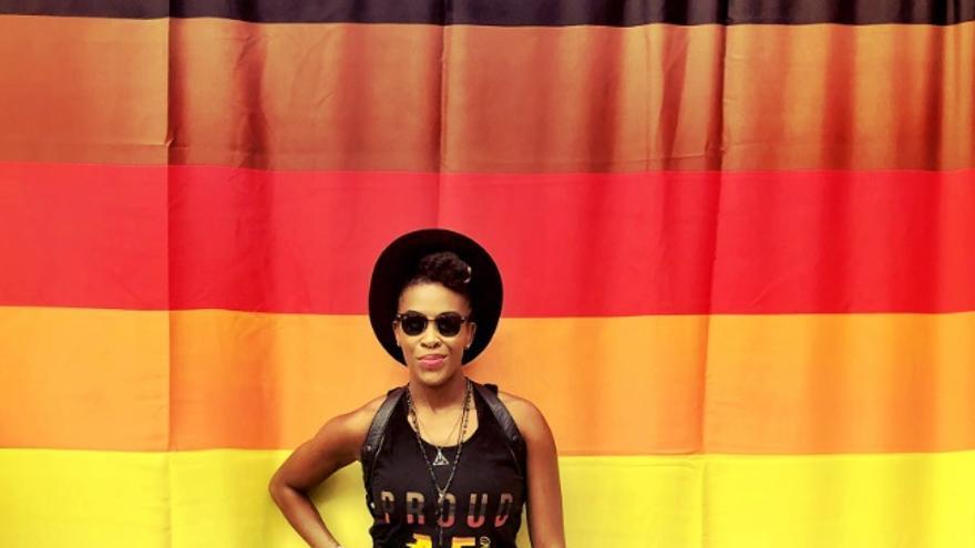 La impulsora de la bandera y directora de la oficina de asuntos LGTBI en Filadelfia Amber Hikes.