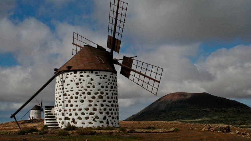 Molinos de Villaverde, sobre la Vega de La Oliva.