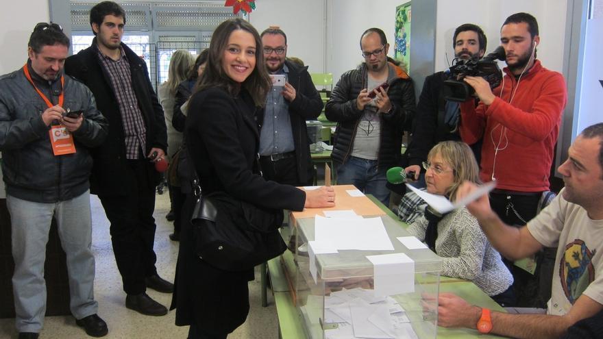 """Arrimadas pide votar en las elecciones """"probablemente más importantes desde la Transición"""""""