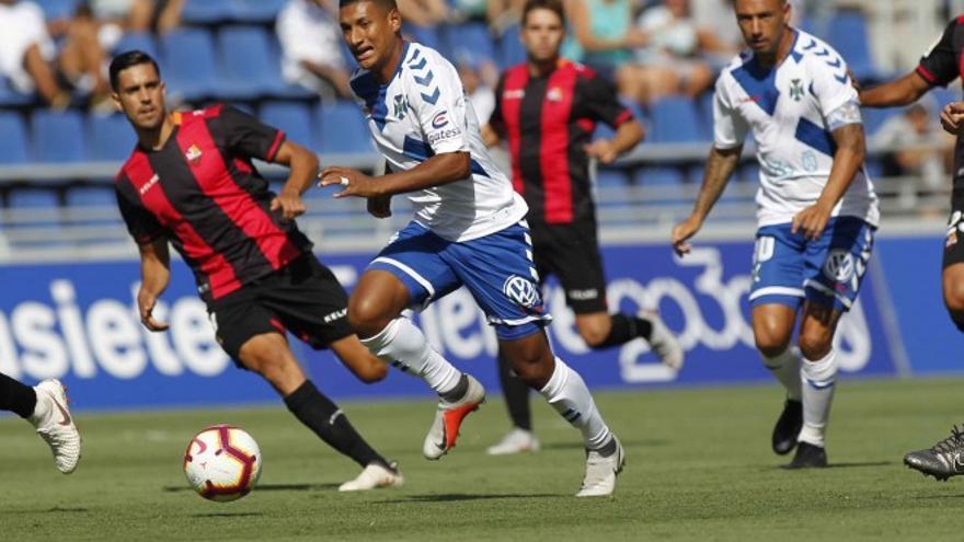 Imagen de una acción del partido que jugaron el CD Tenerife y el Reus CF. CD Tenerife