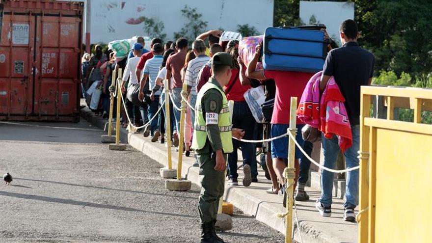Ciudadanos venezolanos cruzan desde su país hacia Colombia el pasado 8 de junio, por el Puente Internacional Simón Bolívar, en Cúcuta.