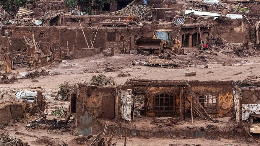 La Fiscalía demanda 1.250 millones de dólares a las mineras por un vertido en Brasil