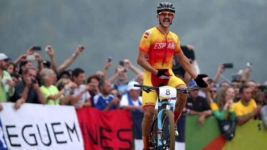 El show del medallista español Carlos Coloma ante las cámaras de TV