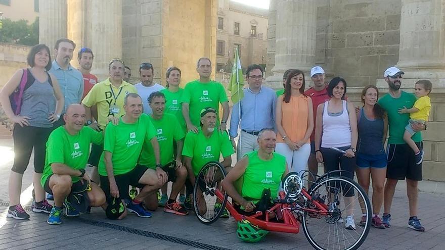 Participantes en la carrera en la Puerta del Puente   IMDECO