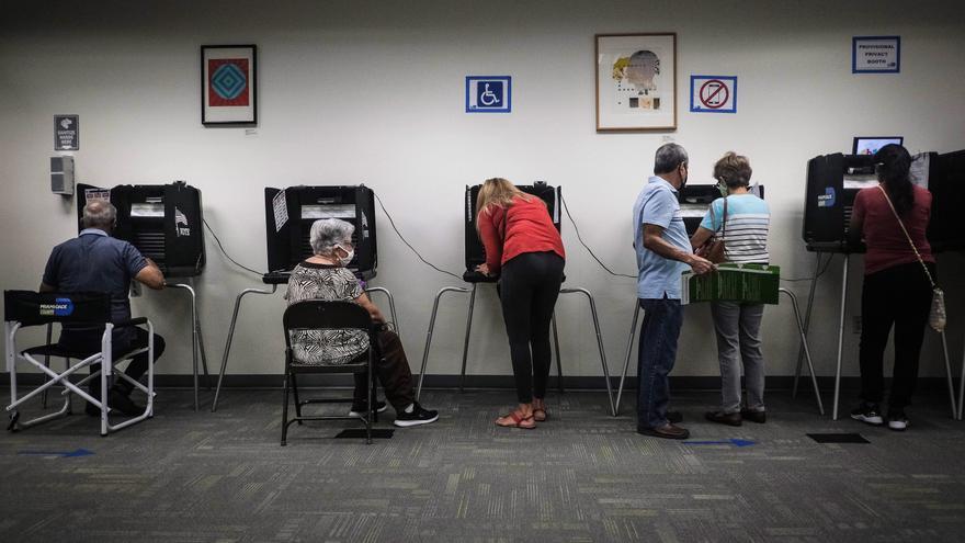 EE.UU. rompe récords con el voto anticipado a dos semanas de las elecciones