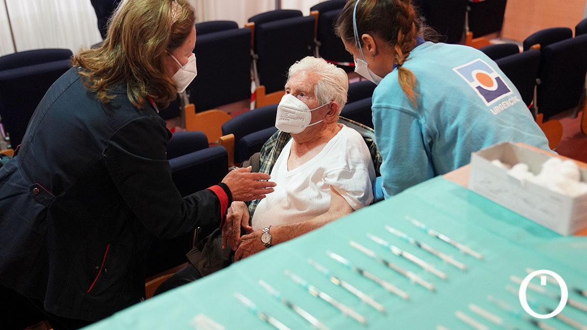 Arranca la vacunación de las personas mayores de 80 años en Córdoba
