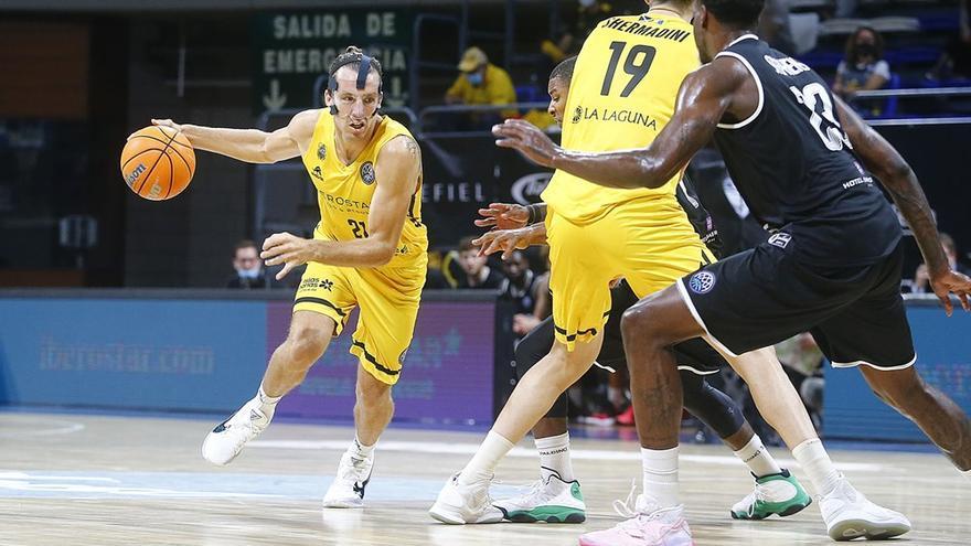 El Canarias se estrena con victoria cómoda en la Liga de Campeones
