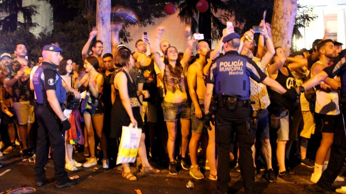 Manifestantes del Orgullo increpando a los miembros de Ciudadanos | SOMOS CHUECA