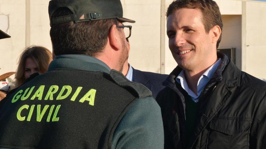 Pablo Casado, este miércoles, durante su visita a Barbate (Cádiz).