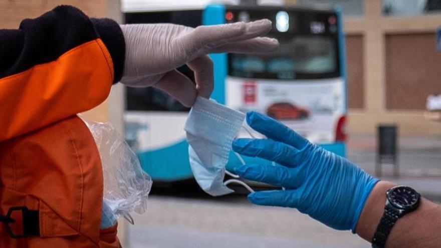 El Gobierno distribuye 14,6 millones de mascarillas y guantes a petición de las comunidades