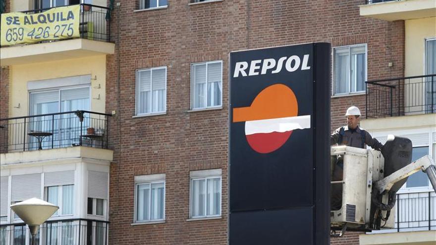 Repsol gana un 17,4 por ciento menos por las paradas en Libia y la caída de márgenes en refino