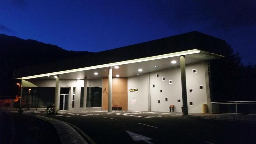 La parada preferente de guaguas, en la imagen, está situada junto al Hospital General de La Palma, en Breña Alta.