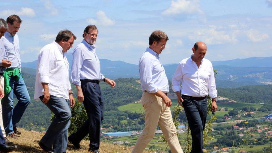 Louzán (derecha), con Rajoy y Feijóo en Vilanova de Arousa