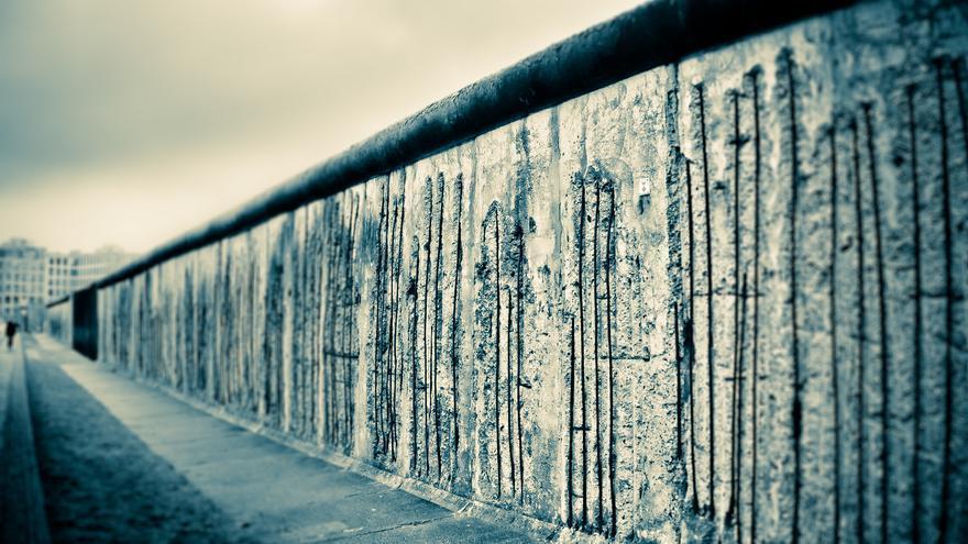 El Muro de Berlín cayó hace más de 25 años, pero hay dominios web que tardaron en hacerlo o que todavía existen (Imagen: Mike | Flickr)