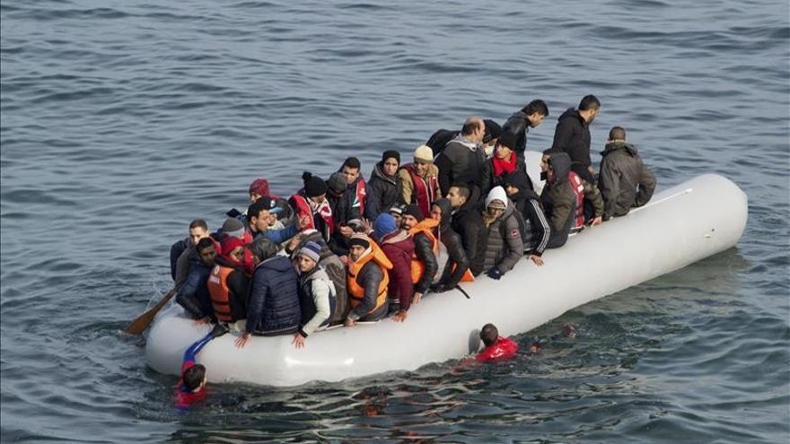 Mueren 18 refugiados al hundirse su barca entre las costas turcas y Lesbos