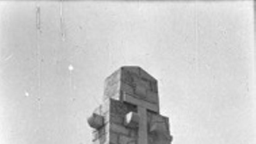 La cruz, antes de ser demolida
