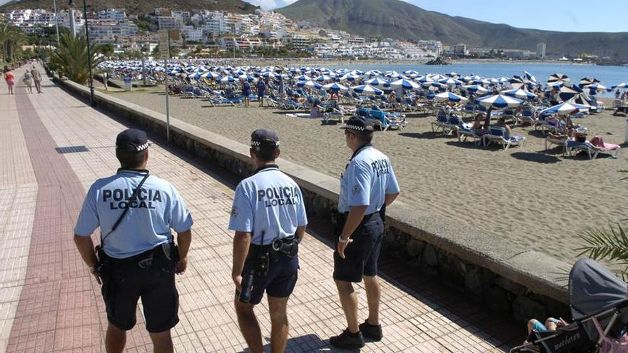 Agentes de la Policía Local de Arona, en una imagen de archivo