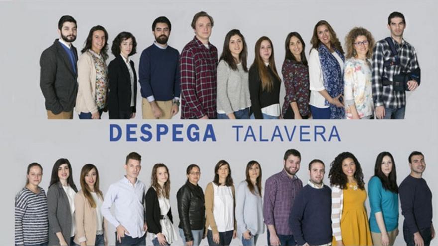 Miembros de la Lanzadera de Talavera, con su lema