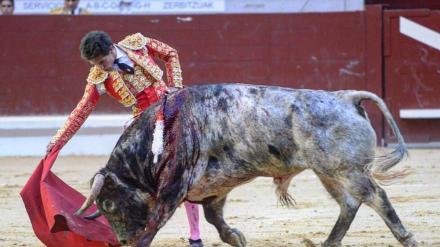 Uno torero en una corrida de toros en Euskadi.