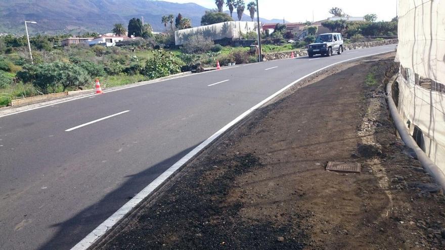 La pavimentación de arcenes se ha desarrollado en la carretera LP-213 que va desde Los Llanos de Aridane hasta la costa de ese municipio, concretamente en la zona de Todoque.