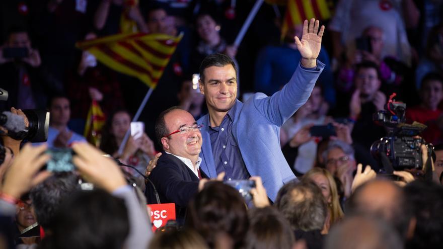 Pedro Sánchez y Miquel Iceta en el cierre de campaña de los socialistas en Barcelona.