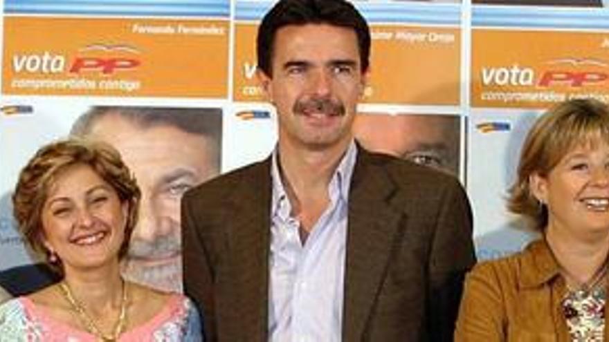 María Australia Navarro, José Manuel Soria y Josefa Luzardo, de izquierda a derecha, en una imagen de 2005. (CANARIAS AHORA)