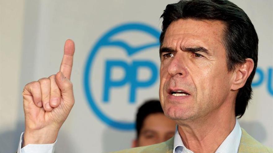 El candidato del PP al Congreso por Las Palmas, José Manuel Soria en el cierre de campaña. EFE/Elvira Urquijo A.