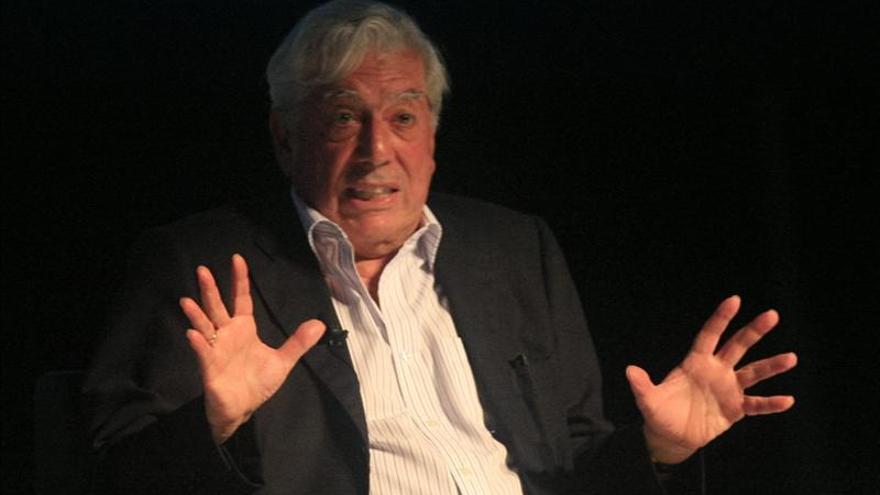 Vargas Llosa, de escritor de novelas pornográficas a Nobel de Literatura