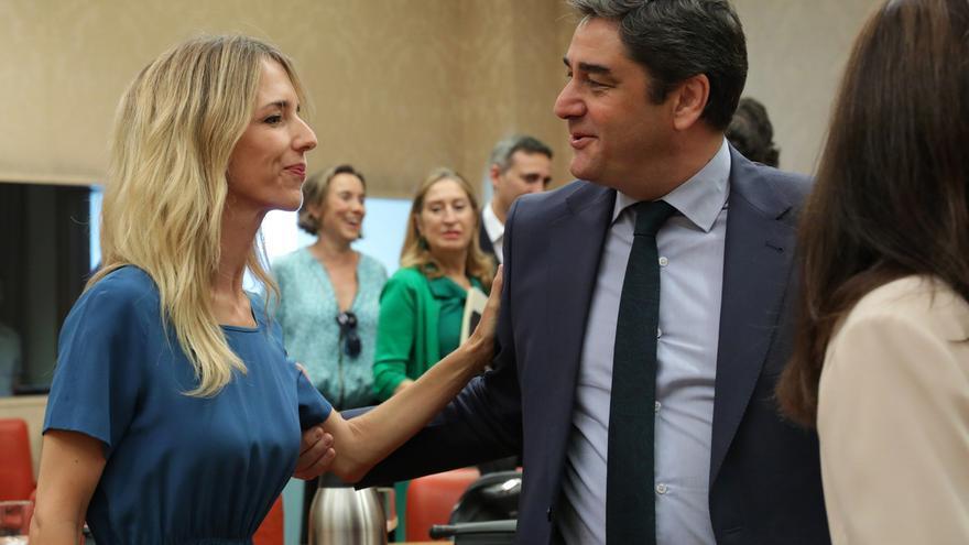 La portavoz del PP en el Congreso, Cayetana Álvarez de Toledo, y el diputado del PP por Guadalajara José Ignacio Echániz