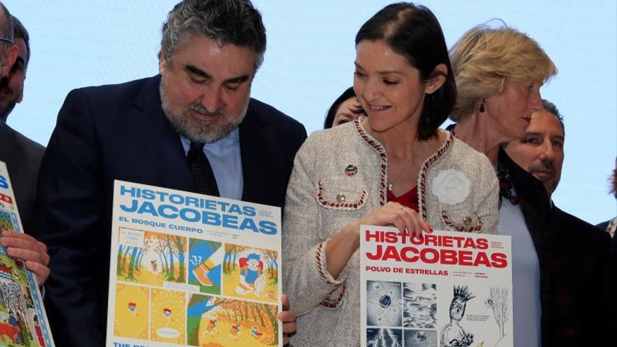 El ministro de Cultura y Deporte, José Manuel Rodríguez Uribes (i) y su homóloga de Industria, Comercio y Turismo, Reyes Maroto (d) presentan el programa de Xacobeo 2021 en el stand de Turespaña con motivo de la segunda jornada de Fitur 2020.